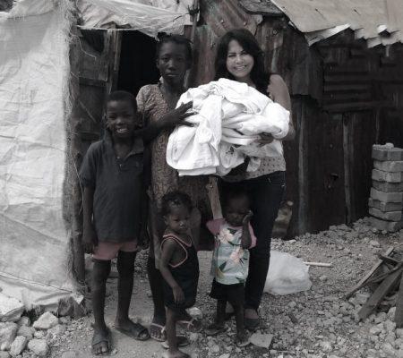 Missionária Marileide  e a família dos gêmeos, Edno e Edna