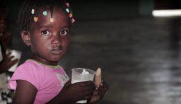 Criança assistida pela Nations Help em Cité Soleil, Haiti.
