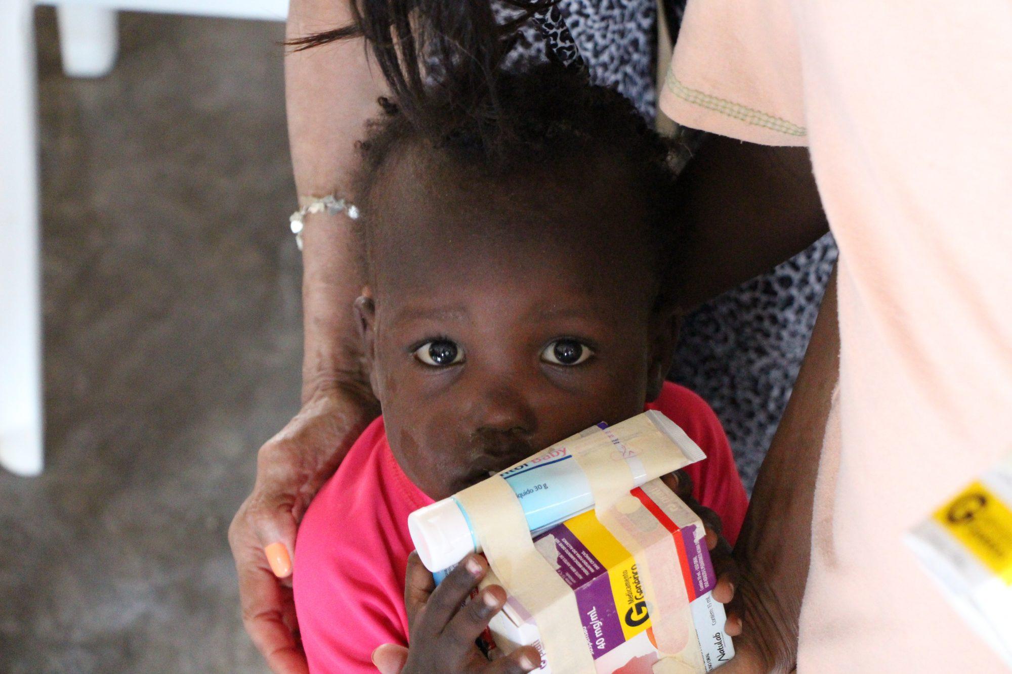 Criança socorrida pela Nations Help no Haiti