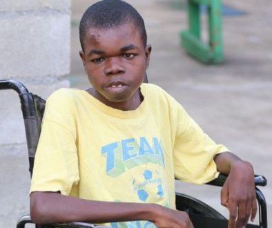 Criança assistida no Haiti